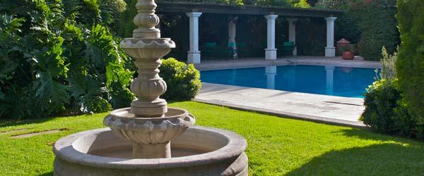 Hotel gobernador durango for Alberca con jardin